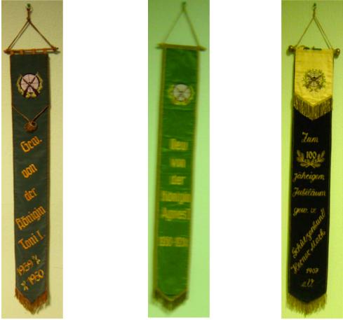 Hier die Fahnenbänder, mit der die Traditionsfahne von 1899 geschmückt wurde. [1]