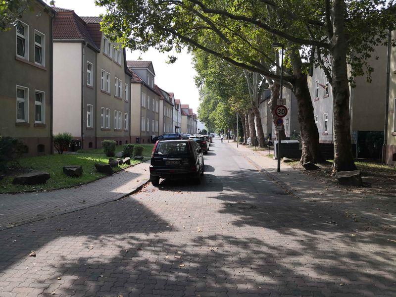 Datei:2019-Hüttenstraße.jpg
