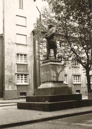 Bismarck-Denkmal Eickel, Reichsstraße.jpg