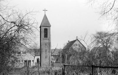 Emmaus-Kirche Doris Saisch oJ.jpg