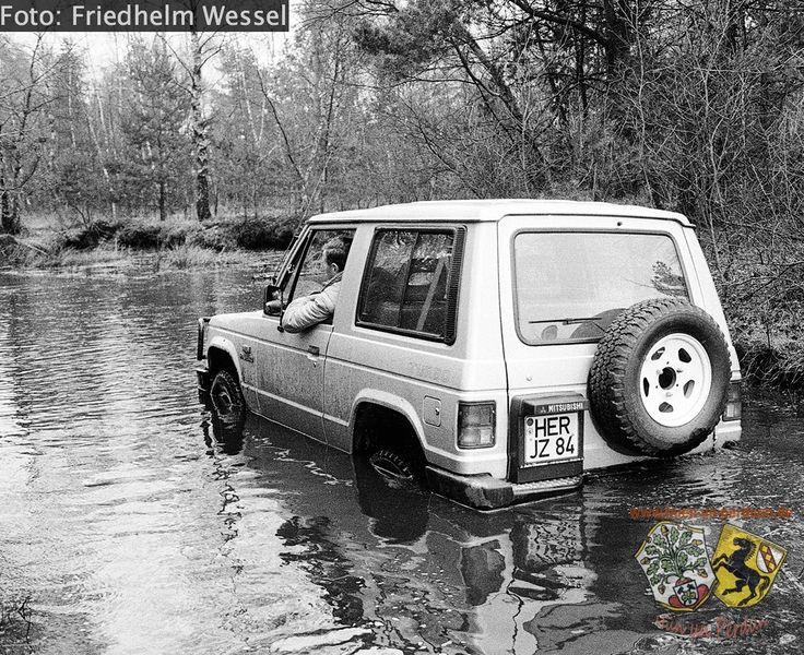 Datei:Geländefahrt auf einem Truppenübungsplatz Friedhelm Wessel.jpg