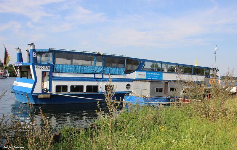 Datei:Gneisenaustraße Fahrgastschiff FdG3 Gerd Biedermann 20150822.jpg