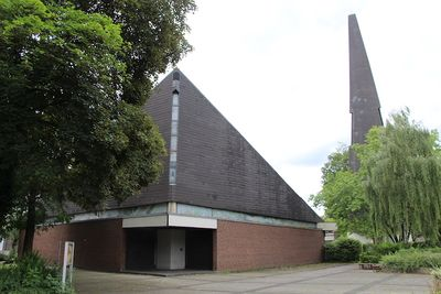 Heilig Geist Kirche Eingang 9948 Thorsten Schmidt 20170723.jpg