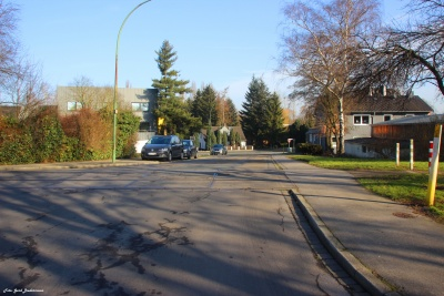 Industriestraße mit alten Gleisen von der Zechenbahn.jpg
