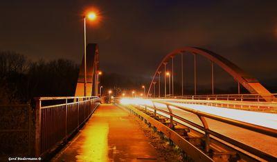 Kanalbrücke bei Nacht Gerd Biedermann 20160116.jpg