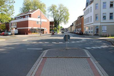 Kreisverkehr Bielefelder Straße Kastanienallee TS 20170514.jpg