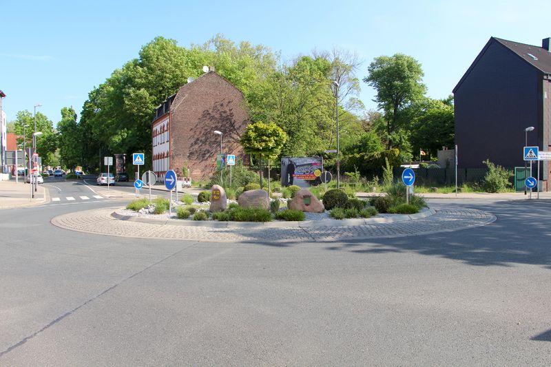 Datei:Kreisverkehr Hammerschmidtstraße Wilhelmstraße 3 TS 20170514.jpg