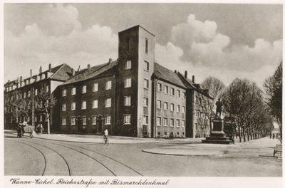 Reichsstraße mit Bismarckdenkmal.jpg